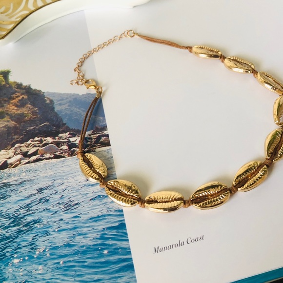 Jewelry - gold shell choker 🐚